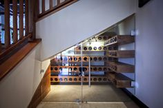 Escalier sous cellier sur pinterest sous les escaliers placard sous les es - Cave a vin sous escalier ...