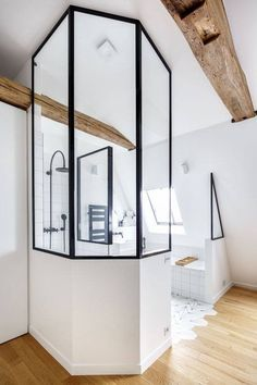 Layout – Master bedroom – Bathroom – Attic – Idea – Canopy – White – Industrial – Wood – Splendid by hoelken Master Suite Bathroom, Attic Bathroom, Attic Rooms, Attic Spaces, Interior And Exterior, Interior Design, Attic Renovation, Ideal Home, House Design