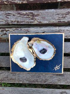 Oyster Shells on painted Canvas Seashell Art, Seashell Crafts, Beach Crafts, Crafts To Do, Diy Craft Projects, Diy Crafts, Oyster Shell Crafts, Oyster Shells, Sea Shells