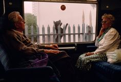Gueorgui Pinkhassov. London, England. 1999. #color #street #photography
