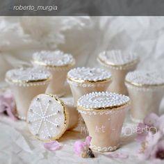 Candelaus preni. Questi bellissimi dolcetti tipici di Quartu Sant'Elena (CA), sono realizzati con pasta di mandorle