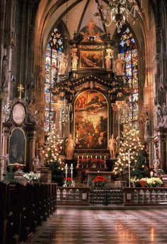 Catedrais Medievais- Altar-mor da catedral Santo Estévão de Viena, Áustria