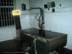 Xray machine in Alcatraz Xray Machine, Types Of Fractures, Machine Image, Rad Tech, Medical Imaging, Vintage Medical, Medical Equipment, Radiology, James Bond