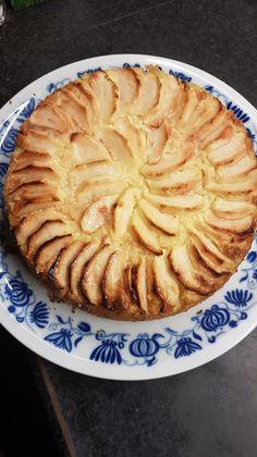 Rijsttaart met appel – Ingridzijkookt Dutch Recipes, Apple Recipes, Cake Recipes, Dessert Recipes, Cookie Bakery, Lunch Snacks, Food Cakes, Healthy Sweets, Bread Baking