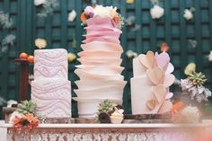 Beautiful wedding cakes! Lovley color!❤