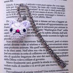 Segnalibro a gancio con testa di gatto bianco amigurumi tenero, fatto a mano all'uncinetto, by La piccola bottega della Creatività, 8,50 € su misshobby.com