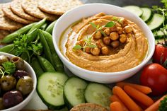 Try this quick homemade basil hummus at your next party! Healthy Side Recipes, Healthy Sides, Quick Recipes, Quick Meals, Chickpeas Benefits, Pappardelle Recipe, Basil Hummus, Cooking Garbanzo Beans, Yellow Zucchini