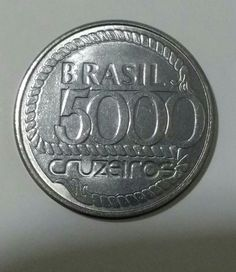 Moeda antiga brasileira de 5000 cruzeiros.