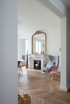 Typically Parisian interior, clean, white and uncluttered. Beautiful parquet floor Plus Home Living Room, Interior Design Living Room, Living Spaces, Interior Decorating, French Living Rooms, Style At Home, Living Room Inspiration, Interior Design Inspiration, White Walls