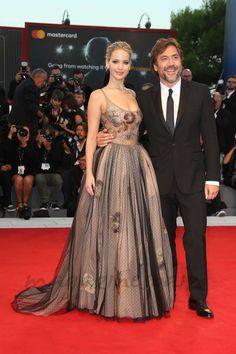 """Javier Bardem ya ha desembarcado en el Lido para presentar """"Mother"""" junto a sus bellas compañeras de reparto: Jennifer Lawrence y Michelle Pfeiffer - Mostra Venecia"""