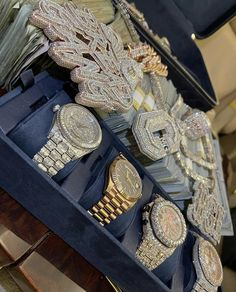 Rapper Jewelry, Life Goals Future, Money On My Mind, Billionaire Lifestyle, Ice Ice Baby, Cute Casual Outfits, Luxury Jewelry, Luxury Lifestyle, Shoulder Bag
