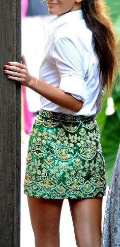 Look fashion forward in sparkling sequin outfits. Find here the upbeat styling ideas of sequin skirts and make a bold and powerful style statement. Looks Street Style, Looks Style, Style Me, Preppy Style, Printemps Street Style, Embellished Skirt, Look Fashion, Womens Fashion, Summer Styles
