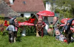 Lazy afternoon - Bernhard Bloch gnomes ~1890 71 -80 cm- Toadstool mushrooms up to 100cm - Homegnome - historic Gardengnomes