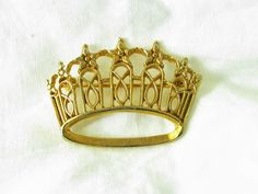 Photographing hobby items... a pageant crown pin