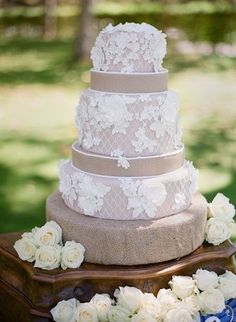 Lace and Burlap Wedding Cake, but if the burlap was pale yellow? IT WOULD BE PERFECT