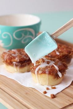 Easy Cinnamon Roll muffins - think I'll try these for the boys tomorrow!