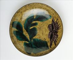Dish decorated with banana leaves and butterflies  - Early Edo Period (1605 – 1868), approximately 1640 – 1670. - .  <br> Copyright &copy Irène Andreani / Musée Cernuschi / Roger-Viollet