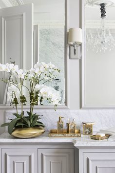 Want to make your home look beautiful but don't have much cash to spend? Here are 8 simple and affordable interior tips to make your pad more stylish Diy Interior, Bathroom Interior Design, Interior Decorating, Luxury Interior, Decorating Tips, Home Luxury, Luxury Living, Home Design, Design Ideas