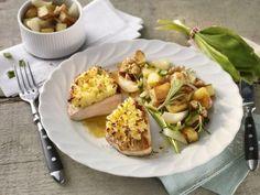 Putenschnitzel mit Ziegenfrischkäsekruste auf Bärlauch-Bratkartoffeln -