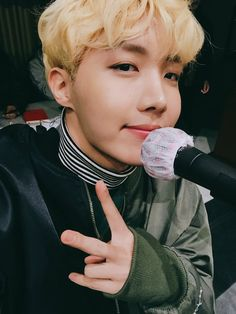 J-Hope ❤ [BTS Trans Tweet] 연습중!!!!!!!!!!!!!!!!!! @-@v / During practice!!!!!!!!!!!!!!!!!! @-@v (look at Hobi's fluffy blonde hair! It's this handsome boy's bday soon everyone! Don't forget) #BTS #방탄소년단