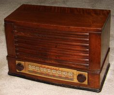 Vintage Admiral Wood Table Radio, Model 6T04, Broadcast Band Only (MW), 5 Tubes, Made In USA, Circa 1946.