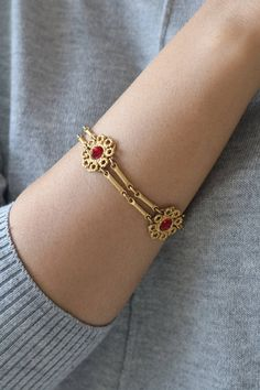 Multi Strand Gold Link Bracelet – Circle Rope Bracelet – Re… – Wedding Rings Gold Bangles Design, Gold Jewellery Design, Gold Link Bracelet, Link Bracelets, Gold Bracelets, Gold Necklace, Gold Jewelry Simple, Silver Jewelry, Silver Rings