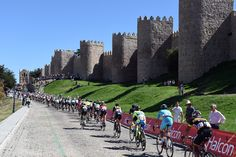 Etapa 19 - Pelotón estirado al primer paso por Ávila