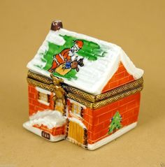 NEW CHRISTMAS FRENCH LIMOGES BOX SANTA CLAUS W/ CHRISTMAS GIFTS ON ROOF OF HOUSE ebay.com I&R Gifts International iandrtravel