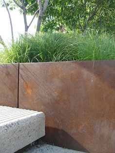 Corten steel planters--they make great privacy barriers for outdoor garden and spa spaces. Steel Retaining Wall, Retaining Walls, Small Gardens, Outdoor Gardens, Corten Steel Planters, Small Outdoor Spaces, My Home Design, Outdoor Photos, Backyard Landscaping