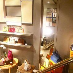 Our #bcnshowroom this evening ⚡️⚡️⚡️⚡️@cblbags #bagswithstories #hermesbags #chanelbags #louisvuittonbags #guccibags #yslbags #celinebags #goyardbags #pursebop #purseboppicks #bagstore #barcelonashopping #preloved #prelovedbag #lvlover #chanellover #luxury #luxuryitems