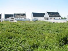 Dwarskers Retreat - Situated in the peaceful seaside suburb of Dwarskersbos in the Western Cape, Dwarskers Retreat offers families and large groups a quiet stay and a relaxing holiday. This spacious house has three comfortably .