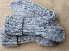 Sokkenpatroon I | Berthi's Weblog Crochet Slipper Pattern, Crochet Slippers, Knitting Socks, Baby Knitting, Handmade Christmas Gifts, Boot Cuffs, Diy Crochet, Fingerless Gloves, Arm Warmers