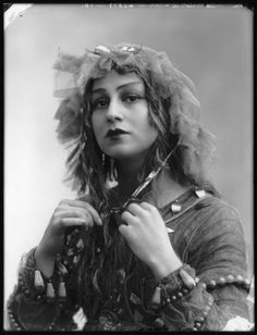 Christine Silver aka Mrs Roland Sturgis as 'Titania, Queen of the Fairies- 1913 - William Shakespeare's 'A Midsummer Night's Dream' - Photo by Bassano - © National Portrait Gallery, London - @~ Mlle