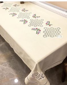 Crochet Tablecloth, Diy Crochet, Table Runners, Handmade, Crafts, Home Decor, Dish Towels, Craft, Hardanger