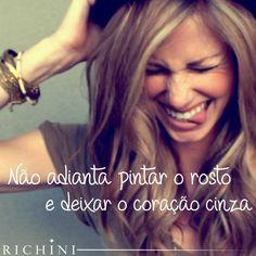 Não adianta pintar o rosto e deixar o coração cinza. #inspirarichini #quotes #goodmorning #smile #heart #inspiration