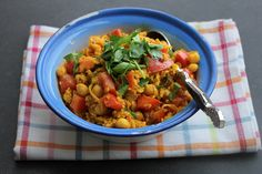 אז מה את עושה כל היום: אורז עם חומוס, עגבניות וכורכום