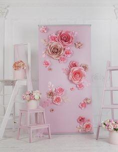 Paper Flower Backdrop Wedding, Flower Wall Backdrop, Wedding Ceremony Backdrop, Wedding Venue Decorations, Wall Backdrops, Paper Backdrop, Paper Flower Art, Large Paper Flowers, Diy Backdrop Stand
