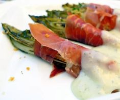 Las endibias Appetizer Recipes, Appetizers, Deli Food, Spanish Food, Spanish Recipes, Starters, Finger Foods, Asparagus, Food And Drink