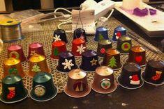 Tante idee per riciclare le cialde del caffe', nel periodo natalizio!!! Nespresso, Christmas Crafts, Christmas Ornaments, Coffee Pods, Decoration, Diy, Homemade, Holiday Decor, Image