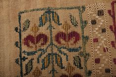 Antique C Greek Island Embroidery All Kinds Of Everything, Craft Projects, Projects To Try, Folk Embroidery, Crochet Fashion, Greek Islands, Cross Stitch Patterns, Folk Art, Bohemian Rug