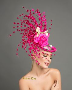 You can add a flamingo and BAM! Its lovely but a little pinkie would be great. Green Fascinator, Fascinator Hats, Fascinators, Headpieces, Chapeaux Pour Kentucky Derby, Kentucky Derby Hats, Kentucky Derby Fashion, Kentucky Derby Fascinator, Crazy Hats