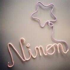 Ninon et son ballon étoilé Deco bébé / Prénom tricotin / Mot en laine
