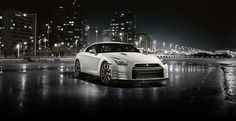 White Nissan GT-R. Luxury, amazing, fast, dream, beautiful,awesome, expensive, exclusive car. Coche blanco lujoso, increible, rápido, guapo, fantástico, caro, exclusivo.
