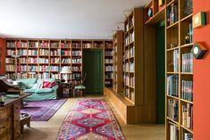 Bibliotheksschrank in Eiche massiv, geölt, mit vorgesetzten verschiebbaren Regalen | Naturholz- Tischlerei Lunger Bookcase, Shelves, Home Decor, Carpentry, Library Locations, Shelf, Design Interiors, Closet, Sitting Rooms