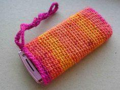 Kännykän suojapussi virkataan helposti. Tiiviisti virkattu pussi suojaa kännykkää kolhuilta ja naarmuilta. Crochet Fashion, Purses, Knitting, Pattern, Handmade, Crafts, School, Crocheting, Style