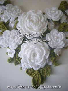 Crochet roses with a few pearls ~~ inspiration only photo, no pattern ~~ Silvia Gramani Crochê: Jardim Afrodite Beau Crochet, Crochet Puff Flower, Knitted Flowers, Crochet Flower Patterns, Knit Or Crochet, Irish Crochet, Crochet Crafts, Crochet Projects, Crochet Roses