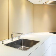Küchenrückwand und Abdeckung aus Glas