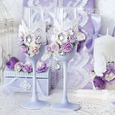"""Свадебный набор """"Лавандовые цветы"""" В набор входит: Свадебные свечи, бокалы, шкатулочка для колец, подвязка невесты, папка для св-ва о браке. #свадебныйнабор #свадебноешампанское #свадьба #свадебныесвечи #свадебныйкомплект #свадебнаяподвязка #свадебныеаксессуары #подвязка #подвязканевесты #подушечкадляколец #бокалынасвадьбу #свечинасвадьбу #weddingaccessories #лаванда #прованс"""