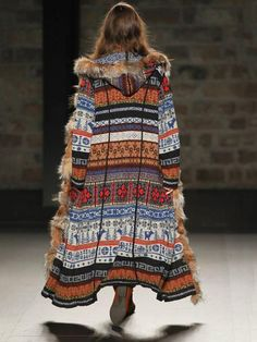 Load image into Gallery viewer, Hooded Long Knit Floral Casual Loose Cardigan Outwear Hippie Mode, Moda Hippie, Hippie Style, Bohemian Style, Faux Fur Hooded Jacket, Hooded Cardigan, Hooded Coats, Maxi Cardigan, Fur Coats