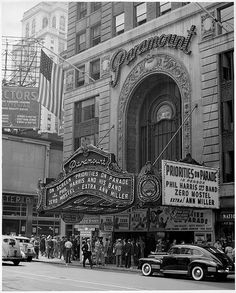 the old Paramount Theater Paramount Theater, Cinema Theatre, Movie Theater, Theater Times, Old Hollywood Movies, Classic Hollywood, Vintage New York, Vintage Movies, Historical Photos